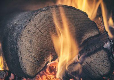Poêle à bois ou poêle à granulés : le match
