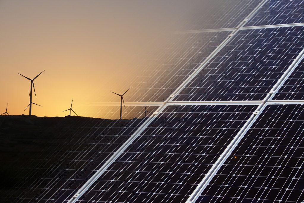 Eoliennes et panneaux photovoltaïques